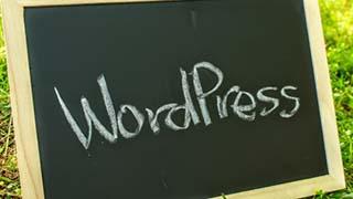 黒板に書かれたWordPress